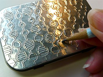 Caja de diseño con aluminio repujado 11