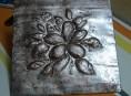 imagen Motivo floral repujado en aluminio