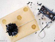 imagen Cómo hacer pompones con cintas de cassette y video