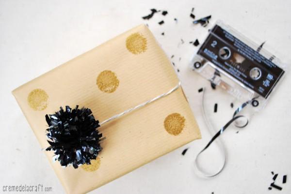 Pompones con cintas de cassettes y videos 1