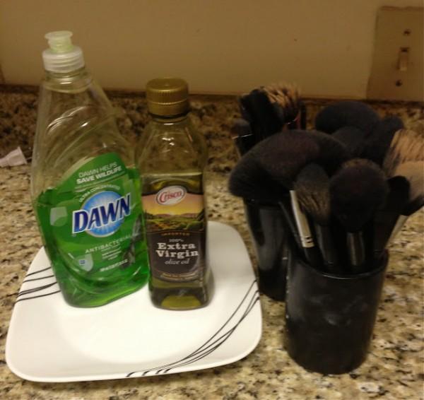 Tips para limpiar brochas de maquillaje 1