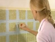 imagen Aprende a pintar los azulejos del cuarto de baño