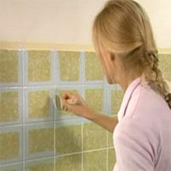 C mo pintar los azulejos del cuarto de ba o gu a de for Papel adhesivo para azulejos