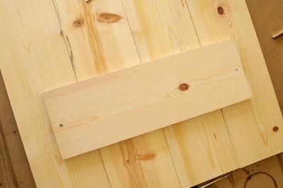 Construye una mesa r stica con caballetes gu a de - Caballetes para tableros ...