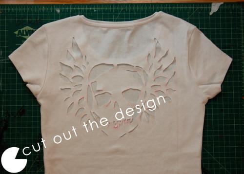 Calavera recortada en una camiseta - Guia de MANUALIDADES