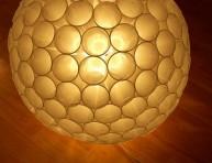 imagen Lámpara esférica con vasos de plástico