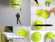 imagen Usa una pelota de tenis para colgar objetos