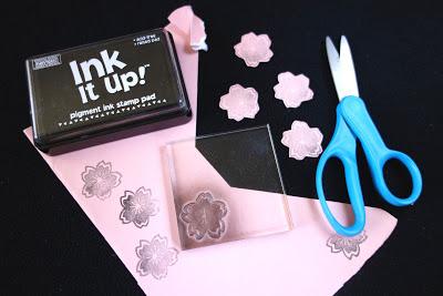 reciclar-una-caja-de-panuelos-para-envolver-regalos-03