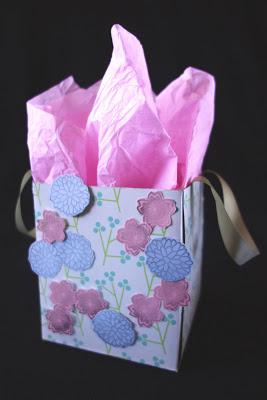 reciclar-una-caja-de-panuelos-para-envolver-regalos-06
