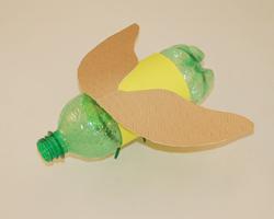 Luciérnaga con materiales reciclados 7