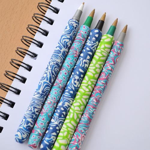Bolígrafos decorados con arcilla polimérica 1