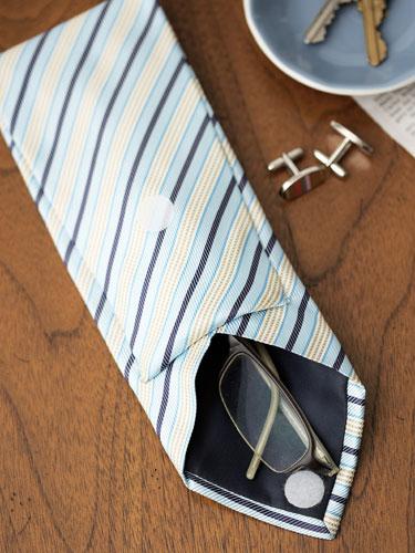 Funda para lentes con una corbata 1