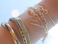 imagen Una pulsera de corazón de alambre