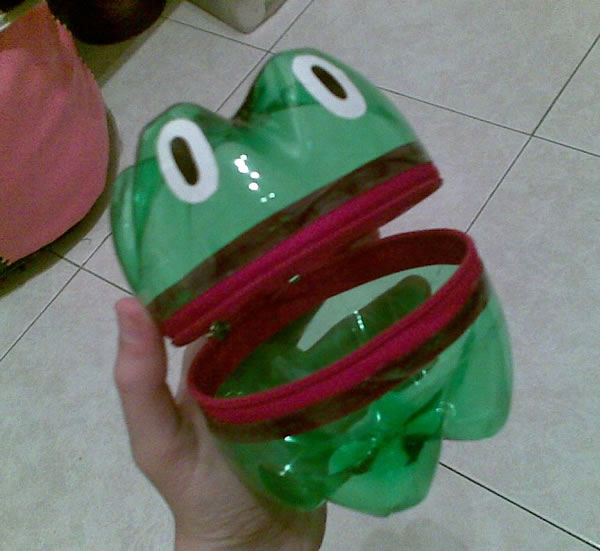 Frogs Plastic Bottle