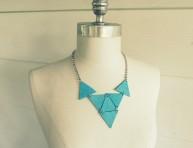 imagen Un collar de triángulos