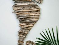 imagen Caballito de mar hecho con ramas recogidas en la playa