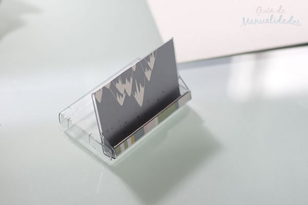 Soporte con cajas de cassettes 15