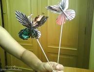 imagen Mariposas con papel de revista