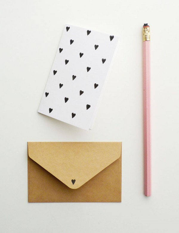 Cómo convertir un lápiz con goma en sello para estampar
