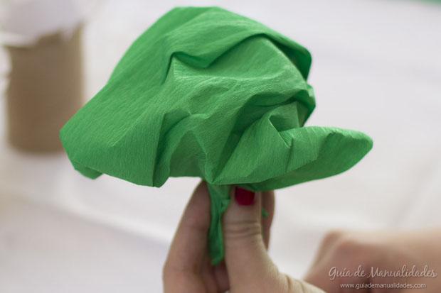 Como hacer arboles con papel imagui - Como hacer un arbol de navidad de papel ...