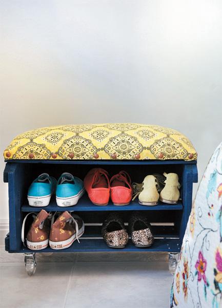 Fantástico Banco Con Muebles Cubículos De Zapatos Composición ...
