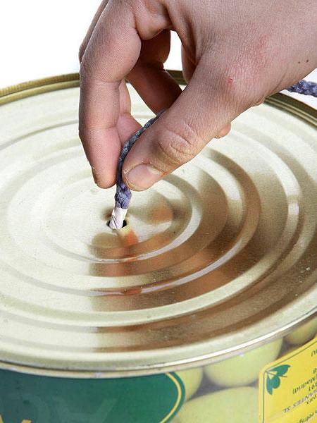 L mparas colgantes con latas gu a de manualidades - Hacer lamparas de techo caseras ...