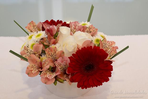 Las 150 mejores manualidades del 2013 gu a de manualidades - Centro de mesa con flores ...