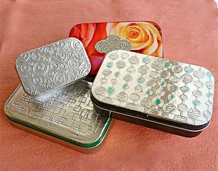 Caja con aluminio repujado