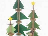 imagen Arbolillos de Navidad con cartulina y carretes de hilo
