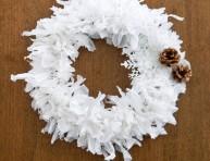 imagen Corona navideña con bolsas plásticas