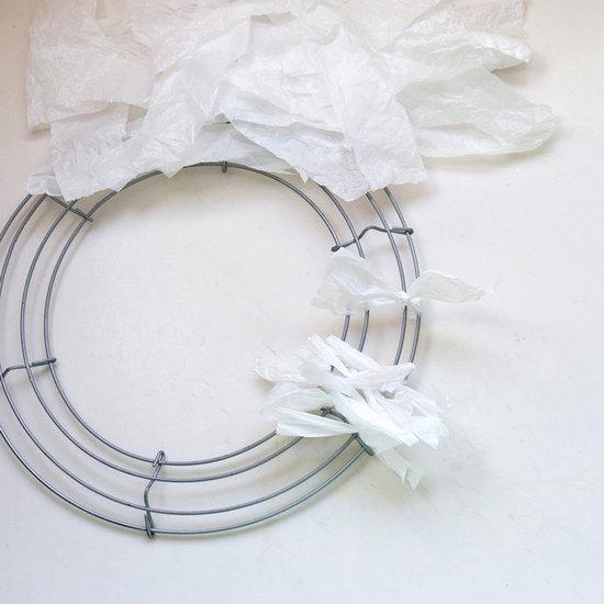 Corona de navidad con bolsas plásticas 4