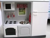 imagen De mueble de TV a cocina para pequeñas