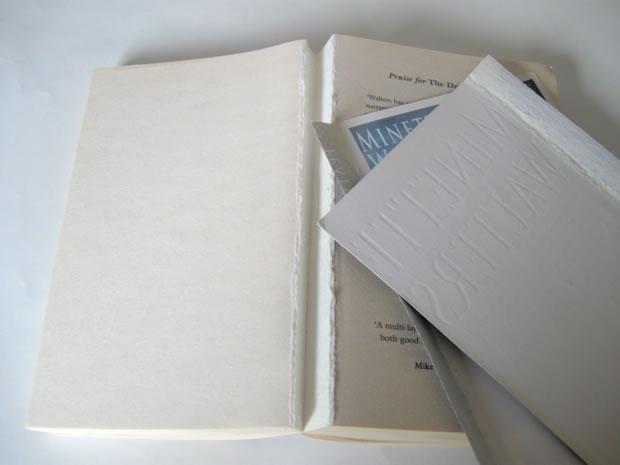 Calabaza decorativa con un libro 3