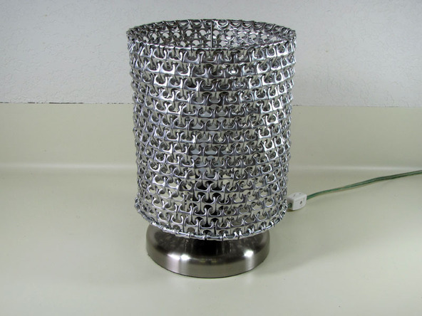 pantalla con anillas de latas