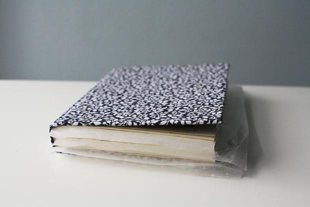 Bolso con un libro 3