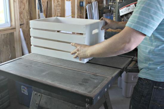 Caja de madera como estantería 4