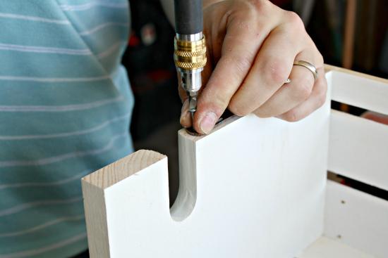 Caja de madera como estantería 5