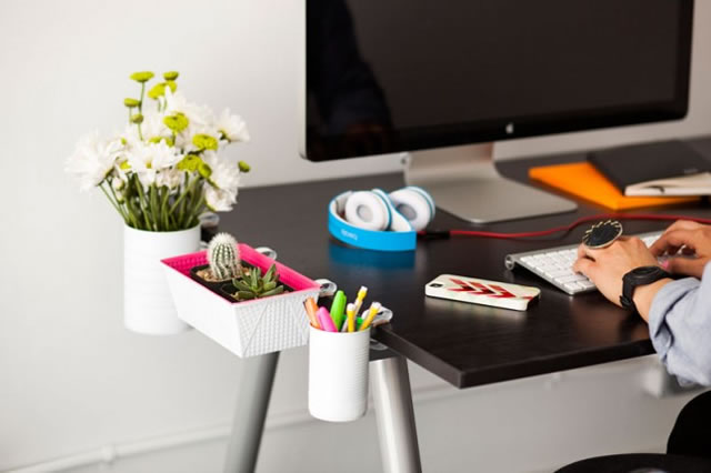 Accesorios de escritorio reciclados y colgantes gu a de for Adornos para escritorio de oficina
