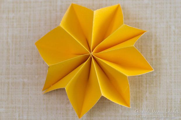 Guirnalda con estrellas de papel gu a de manualidades - Como hacer guirnaldas de navidad ...
