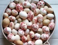 imagen Prepara huevos decorativos con calcos a color