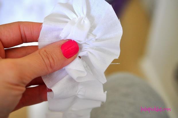 Pantalla renovada con flores de tela 3