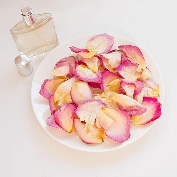 Sales con pétalos de rosas 2