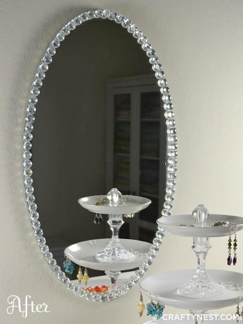 Espejo decorado con cuentas de cristal gu a de manualidades for Manualidades para decorar espejos