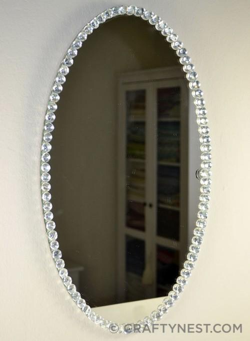 Espejo decorado con cuentas de cristal gu a de manualidades for Espejos ovalados sin marco