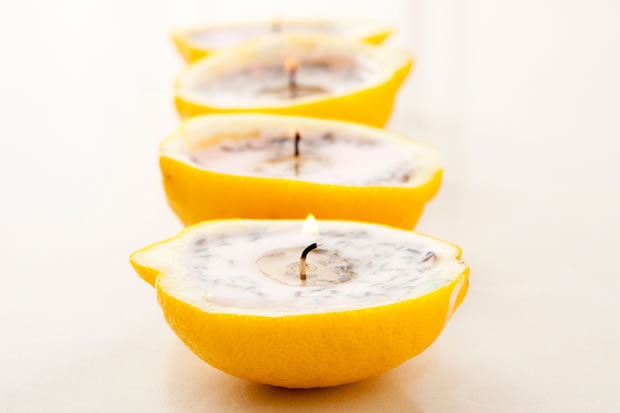 Velas con cáscaras de limón