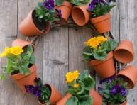 imagen Corona con macetas y flores