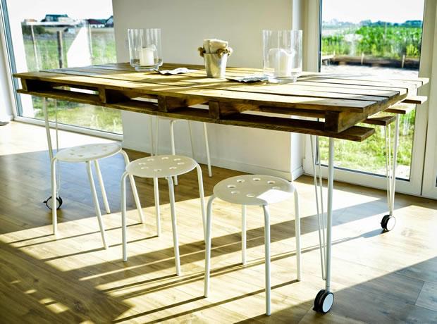 Mesa de comedor con un palet gu a de manualidades for Como hacer mesa de trabajo con palets