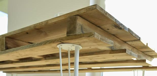 Mesa de comedor con un palet gu a de manualidades for Living comedor con palet de madera