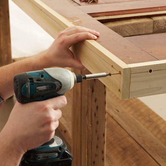 Banco para jard n con una puerta gu a de manualidades for Como hacer una puerta de madera para exterior