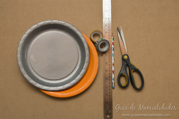 Cajas con platos de cartón 2